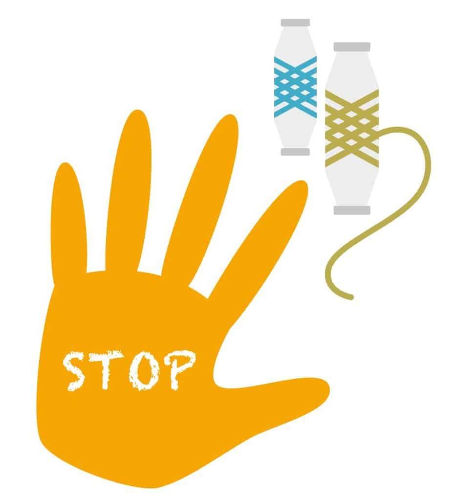 Gender Based Violence Illustration, auf einer orange-farbenen Hand steht STOP, im Hintergrund Garnrollen