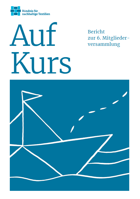 """Cover des Berichts zur 6. Mitgliederversammlung. Auf dem Cover ist ein gezeichnetes Boot und der Schriftzug """"Auf Kurs"""""""